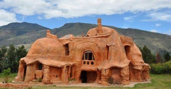 na Colômbia a casa dos Flintstones inteiramente feita de argila