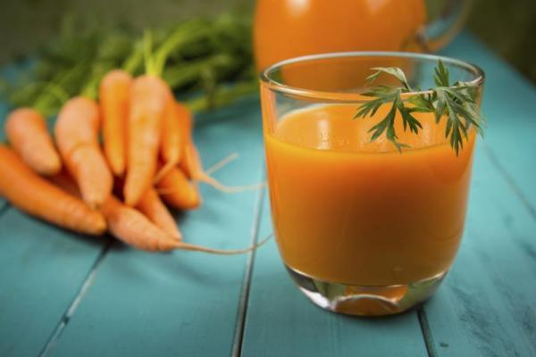 Suco de salsa e cenoura