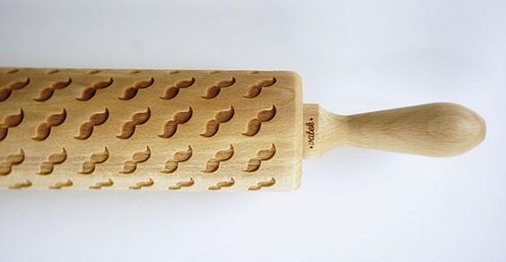 rolo de madeira que imprime figurinhas decorativas