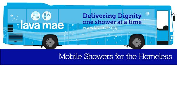 ônibus que se transformam em chuveiros para os sem-teto