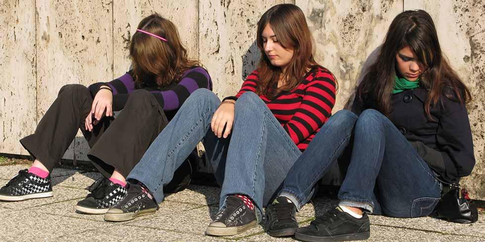 adolescentes não devem acordar cedo para irem à escola