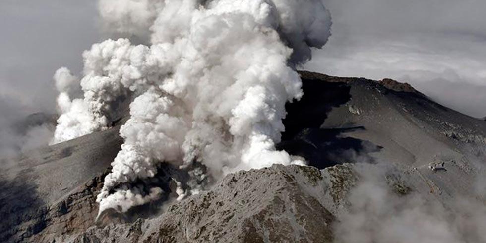 Erupção vulcânica causa mortes no Japão