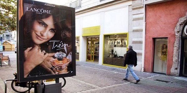 na França a primeira cidade a substituir os anúncios publicitários por árvores