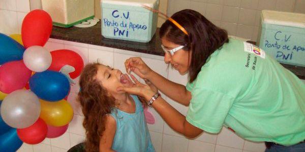 Campanha de vacinação contra pólio e sarampo
