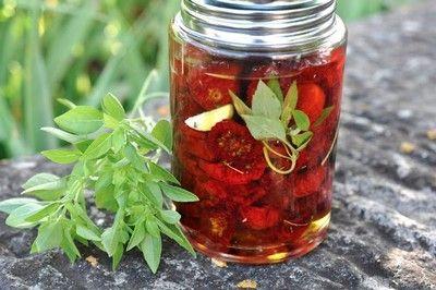 Tomate seco no pote de vidro
