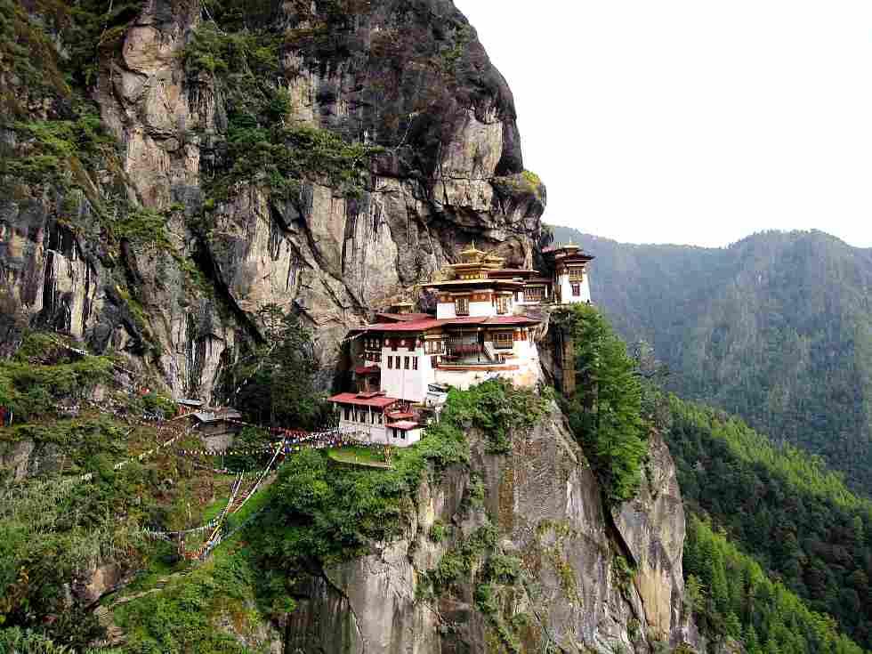 Monastério de Taktshang, conhecido como Ninho do Tigre, no Butão