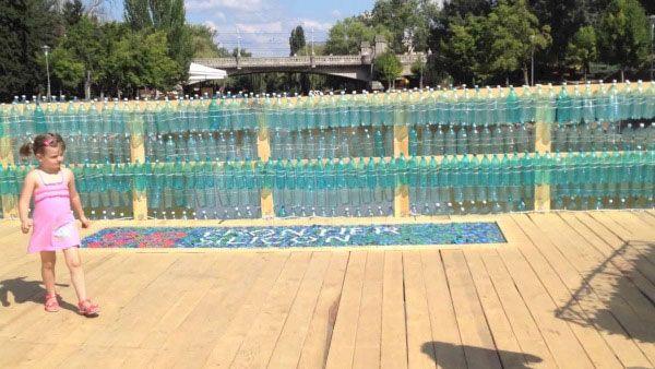 Ponte de garrafas Pet na Romênia