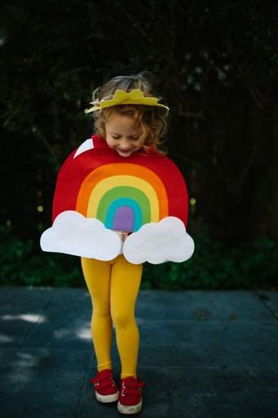 Fantasia de papelão: arco-íris
