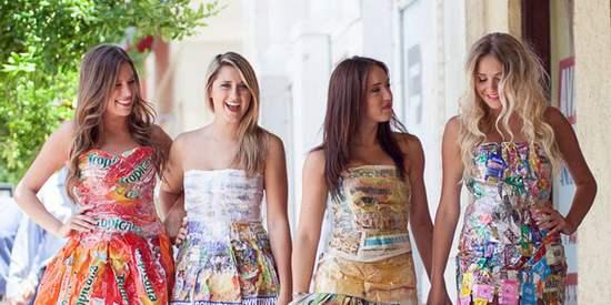 Mulheres vestindo Garbage Gone Glam