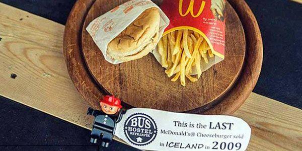 Islândia expõe sua última refeição do McDonald's