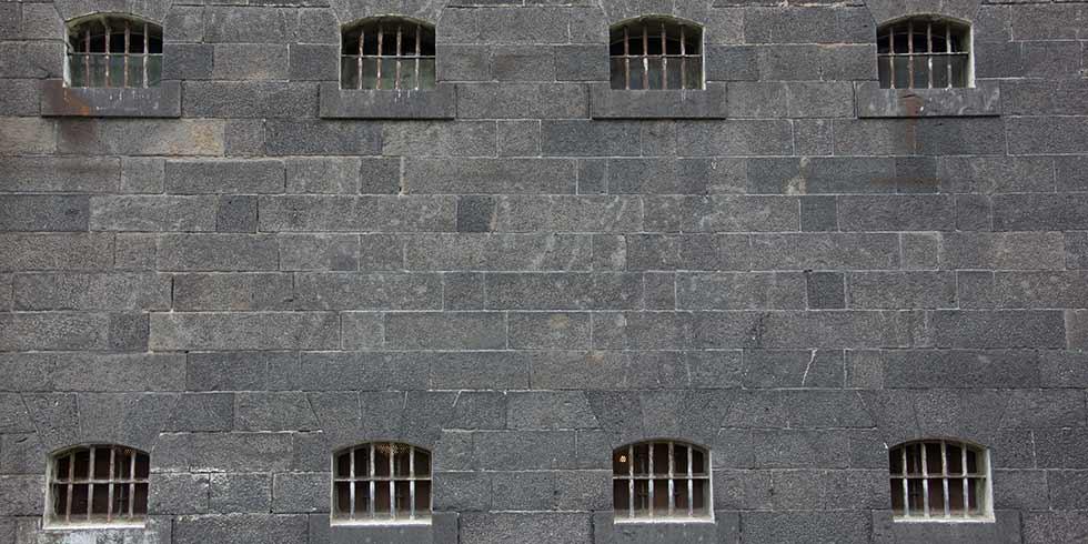 Tortura e um sistema prisional deficitário
