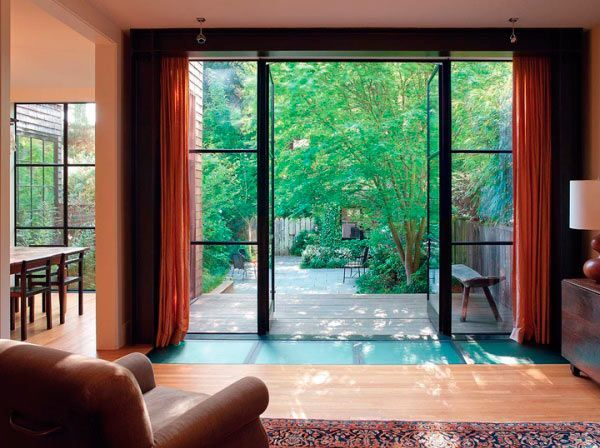 vista da casa para o cubo verde