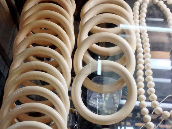 Pulseiras e colares de marfim