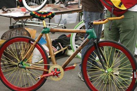 Bicicleta de bambu feita em Gana