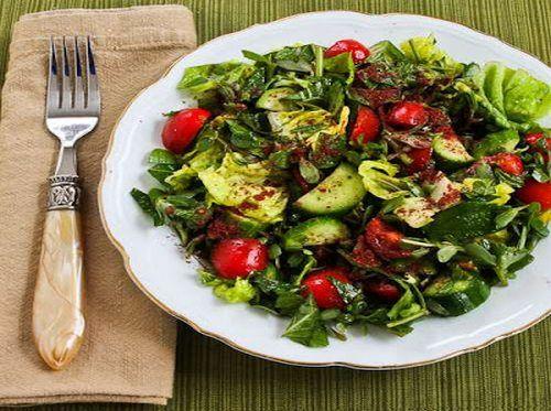Salada com hortelã