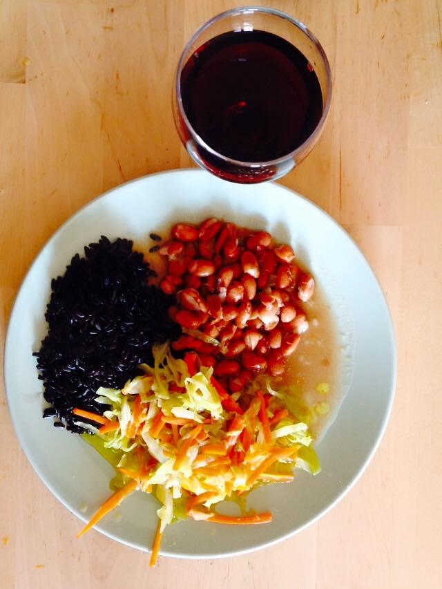 Arroz preto, feijão, repolho e cenoura