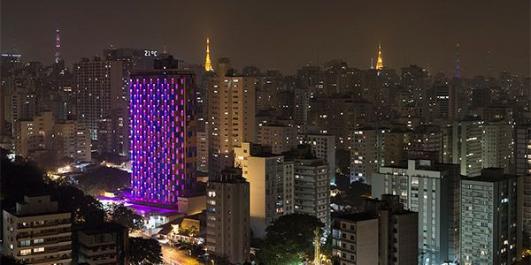 Fachada hotel interativo SP - noite
