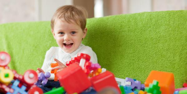 Como fazer brinquedos reutilizando diferentes materiais
