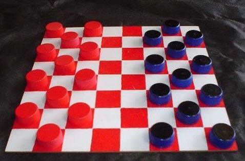 jogos de damas com material reutilizado