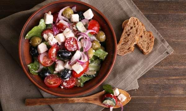 Salada de cebola tomate e cheiro verde