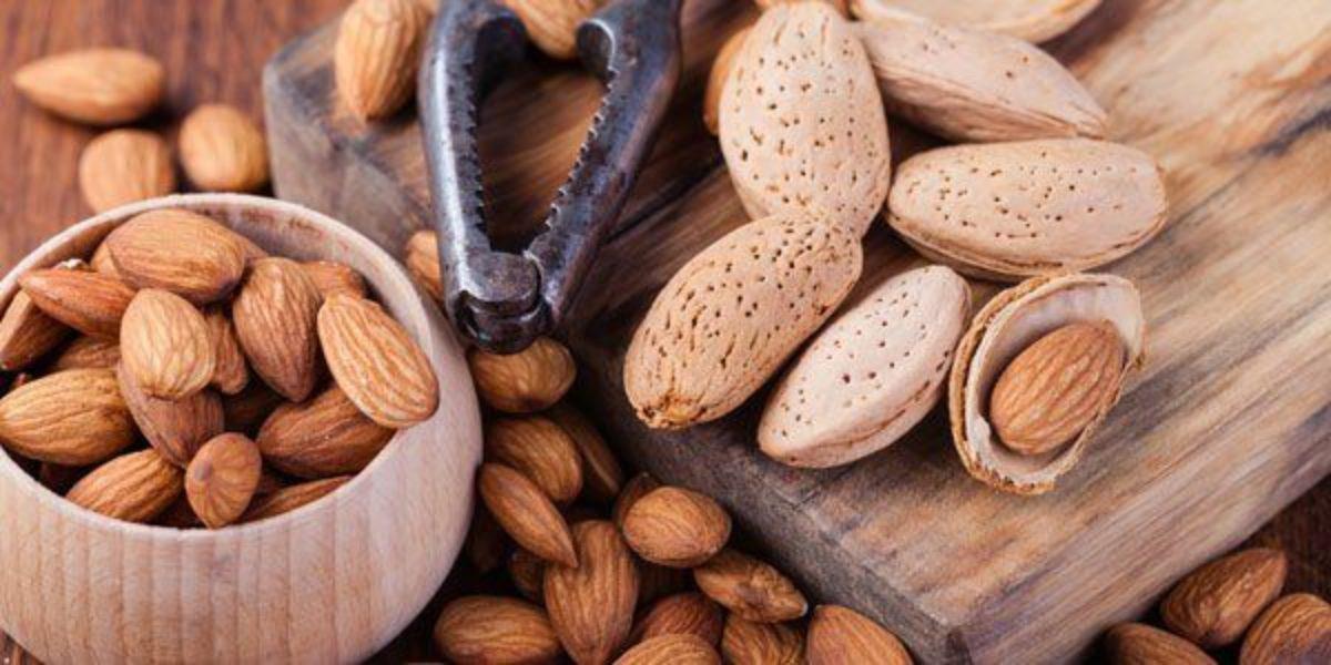 O que acontece ao corpo se comermos 30 gr de amêndoas por dia ...