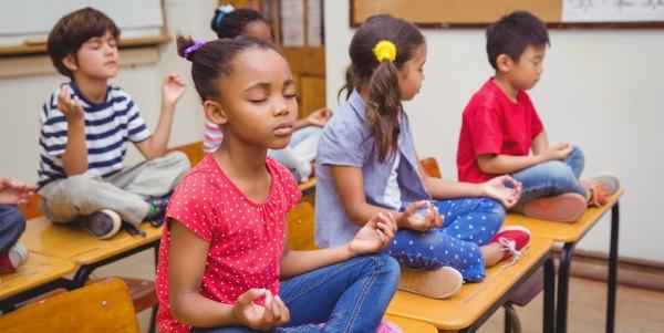yoga-meditação-na-escola
