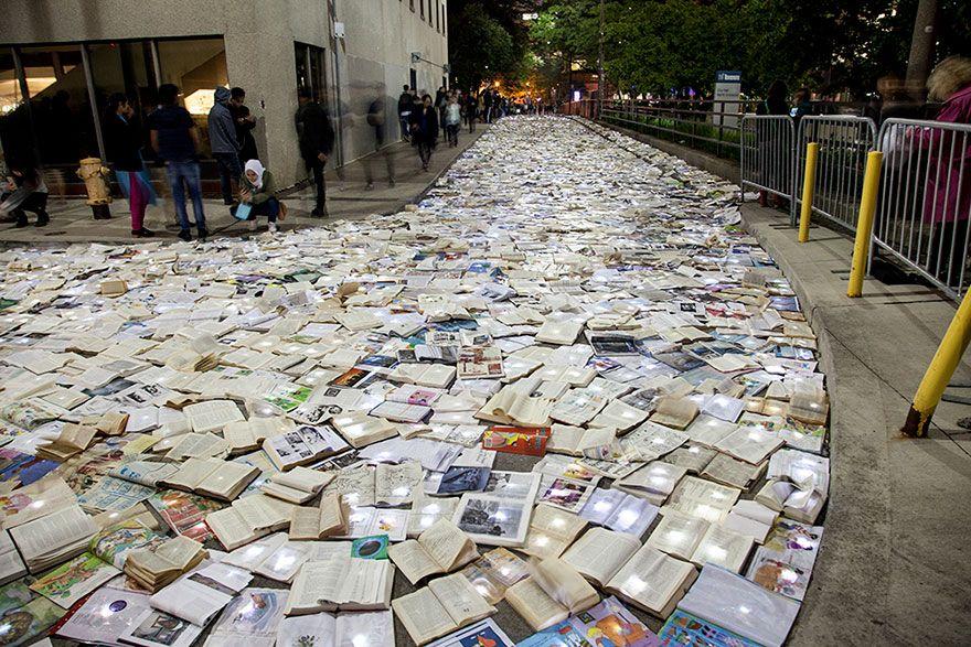 10000 livros toronto 2