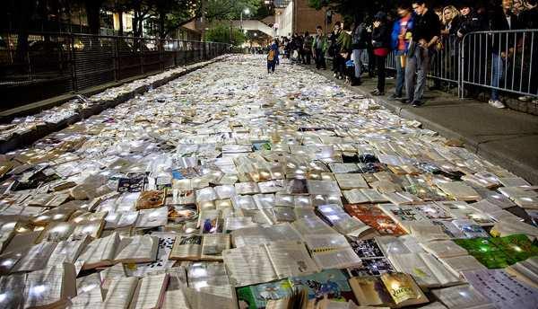 10.000 livros Toronto