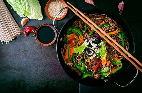 cozinhando wok