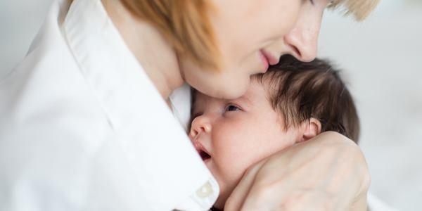 carinho no bebê