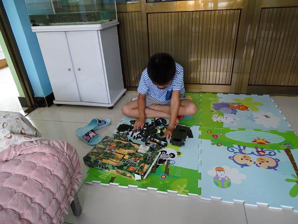 criança brinquedos 10