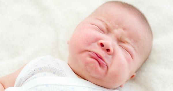 bebê parar de soluçar
