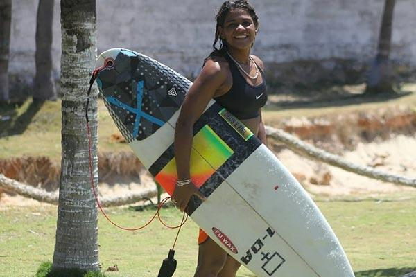 surfista atingida por raio