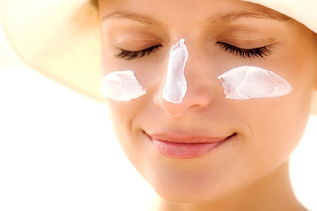 protetor solar ao redor dos olhos