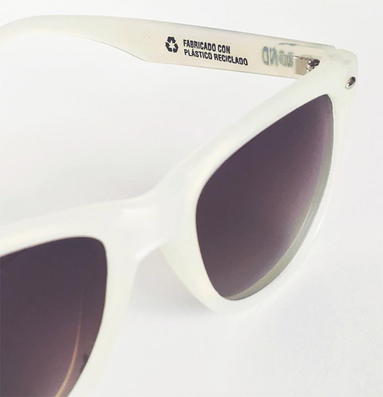 bond eyewear plastico