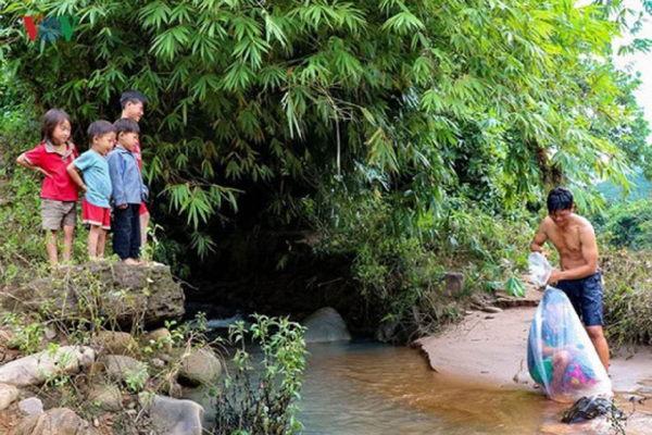 crianças vietnamitas