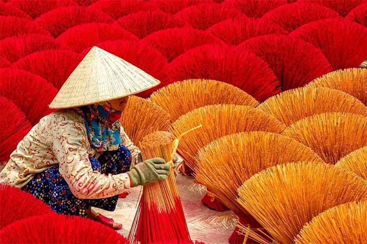 A incrível produção artesanal de incenso no Vietnã