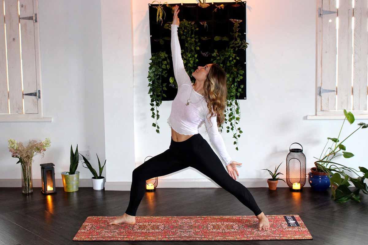 Procura por yoga online triplica na pandemia. Todo mundo no tapetinho
